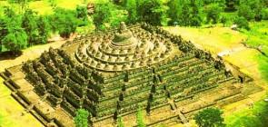 Боробудур — буддийский храм на холме