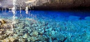 Голубое озеро в пещере Бразилии