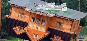 Перевернутый дом в Польше