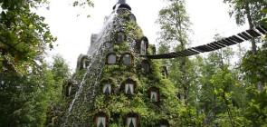 Отель водопад Magic Mountain Lodge