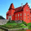 Червена Лгота — красный замок у озера