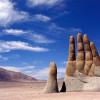Гигантская рука в пустыне Атакама