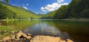 Биоградское озеро в Черногории