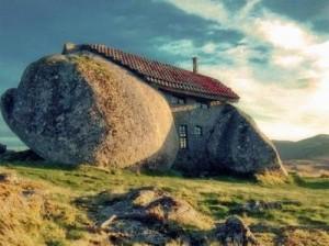 каменный дом в горах Фафе
