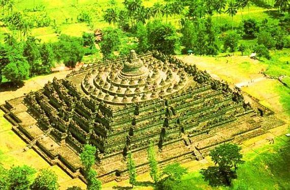 Боробудур - буддийский храм на холме