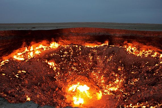 дыра в пустыне горит