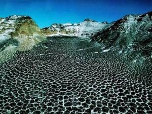 Озеро Don Juan Pond с чрезвычайно соленой водой