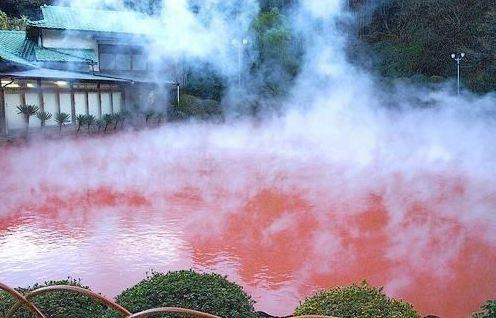 Горячий кровавый пруд, Япония.