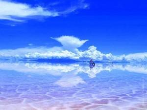 в сезон дождей Озеро Солончак Уюни как огромное зеркало
