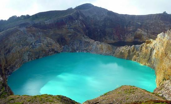 Система озер Кели Муту на острове Флорес