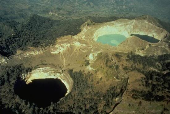 Трёхцветные озера Кели Муту
