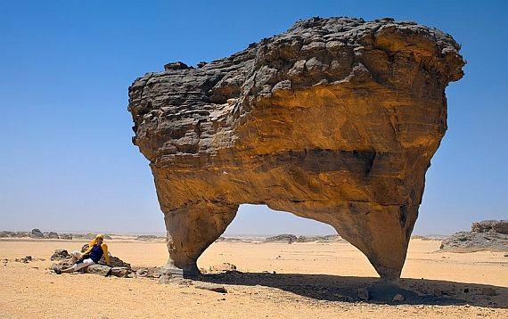 Арка в пустыне сахара находится