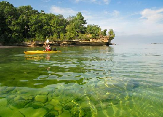 Вода в озере Гурон очень прозрачная и чистая