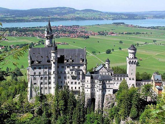 фото замок нойшванштайн