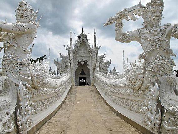 Храм Ват Ронг Кхуну