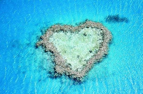 Большой барьерный риф в форме сердца, Австралия