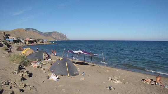 Лисья бухта - самый известный неформальный пляж Крыма