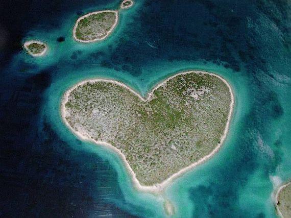 Остров Галесняк в виде сердца, Хорватия