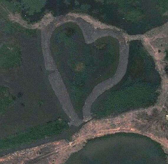 Заболоченная территория в форме сердца