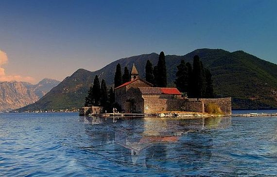 бухта черногории