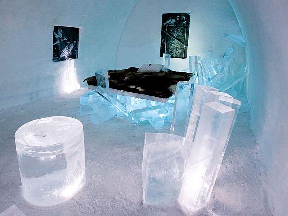 необычный отель из льда