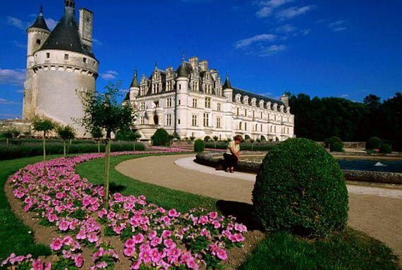 Замок с садами