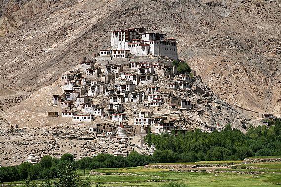 Монастырь Индии на высоком холме