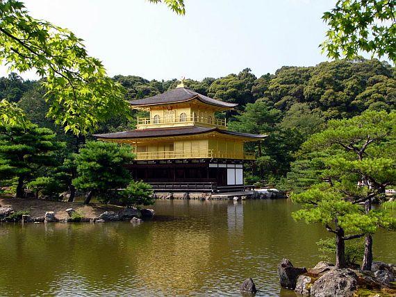 Павильон золотой в Японии