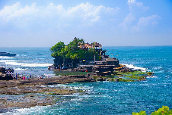 храм на воде бали