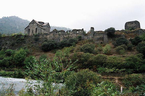 крепость в армении