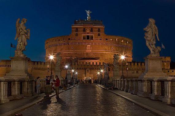 замок ангела ночью