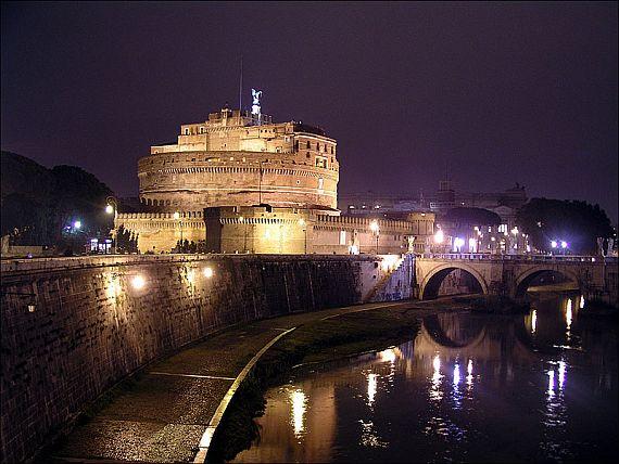 замок в ватикане