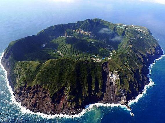Аогашима - вулканический японский остров