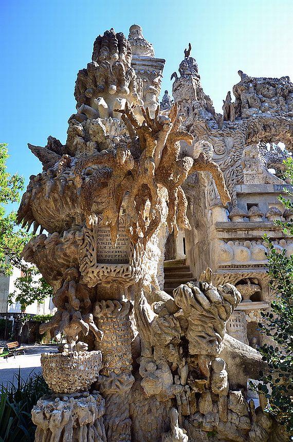 Франция, Дворец Фердинанда Шеваля