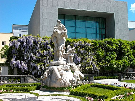 Красивый сад Мирабель