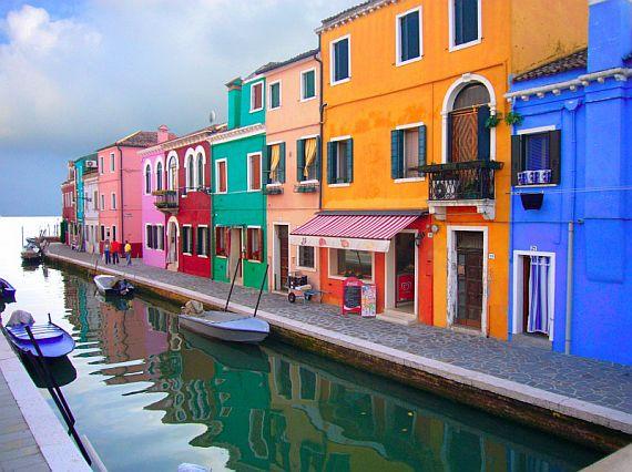 Остров бурано с разноцветными домами