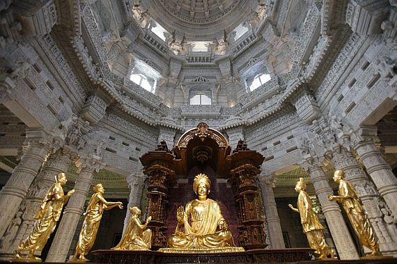 Внутри храма акшардхам