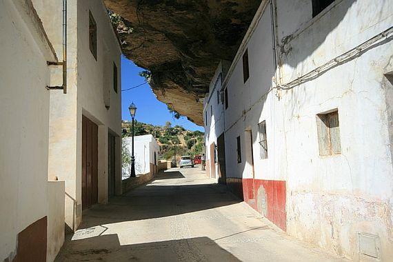 город с пещерами