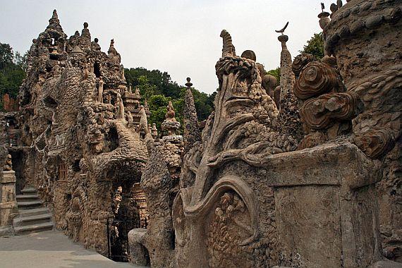 необычный дворец