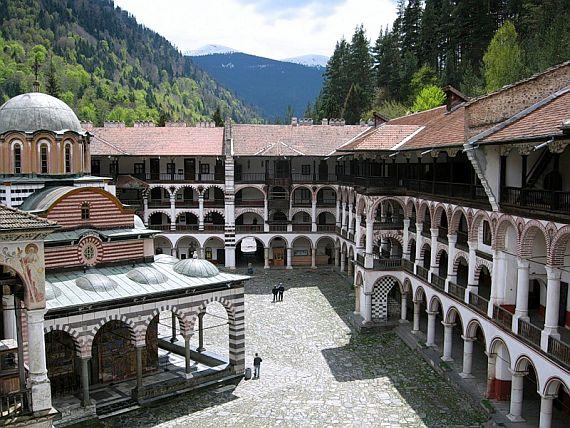 Монастырь рильский в Болгарии