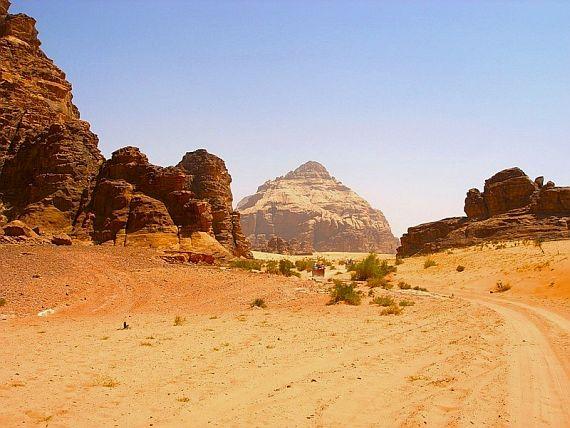 Необычная пустыня вади рам
