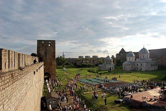 Величественная крепость Ивангород