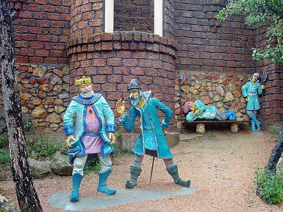 Поляна сказок в Ялте. царев град