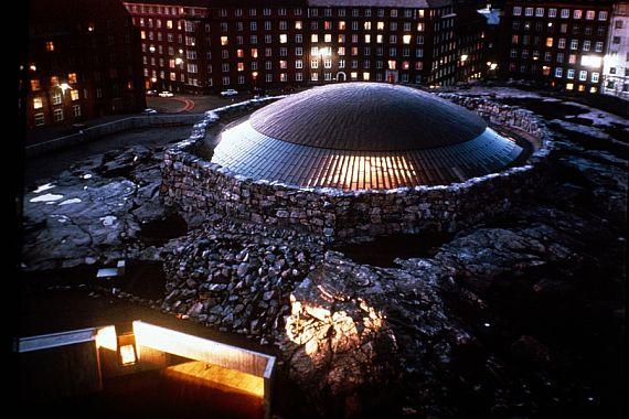 Церковь Темппелиаукио в скале в Хельсинки