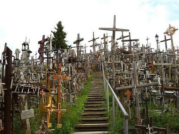 гора крестов - место паломничества