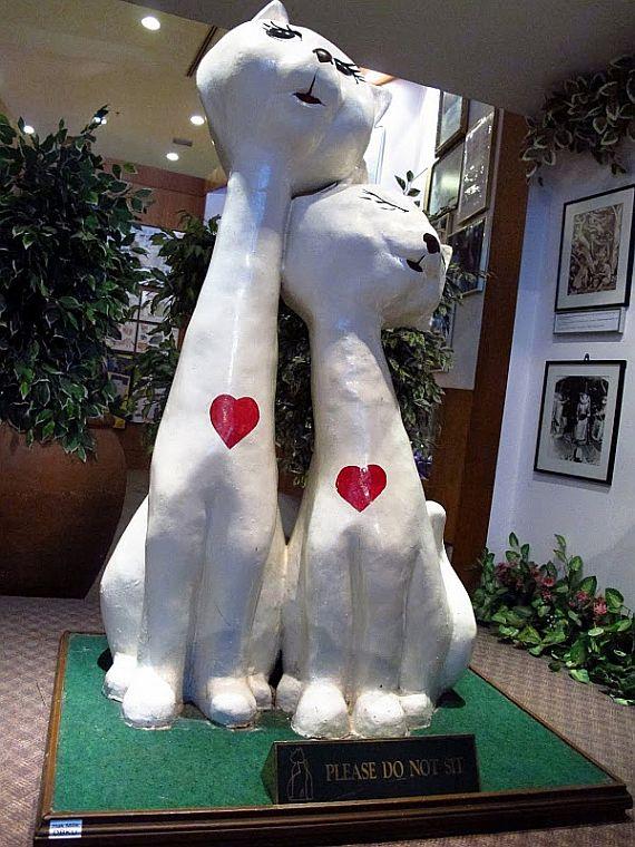 памятники кошкам