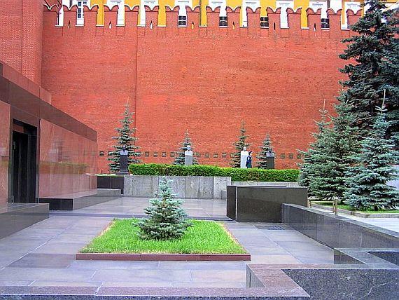 Некрополь у кремлевской стены в москве