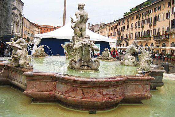 на площади навона фонтаны
