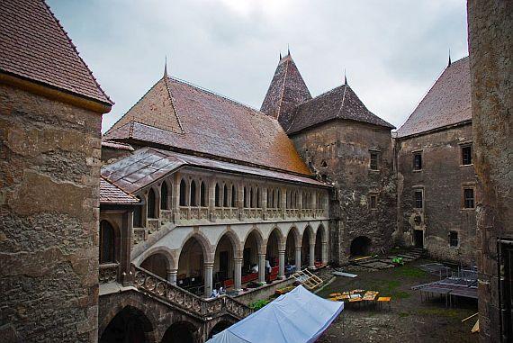 Фото замка в румынии Корвинов