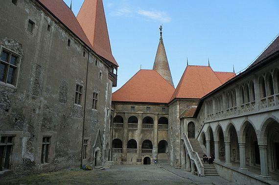 Замок румынии фото Корвинов